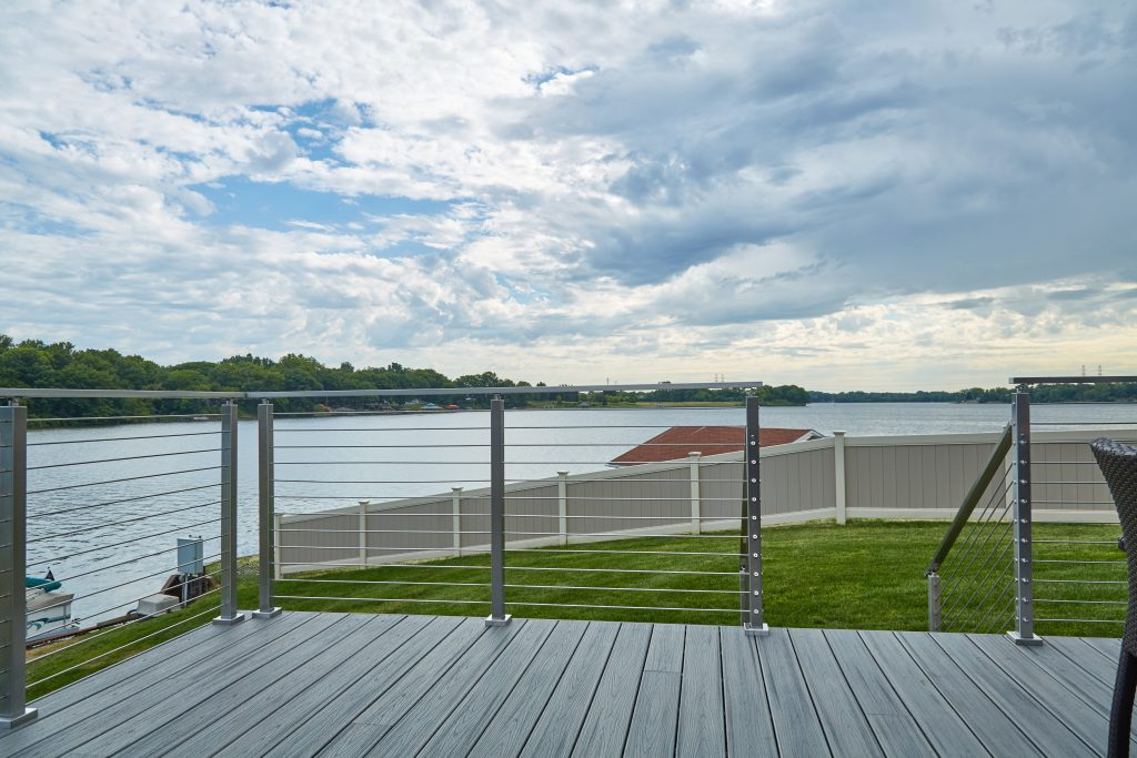 Lakeside stainless steel rod railing front