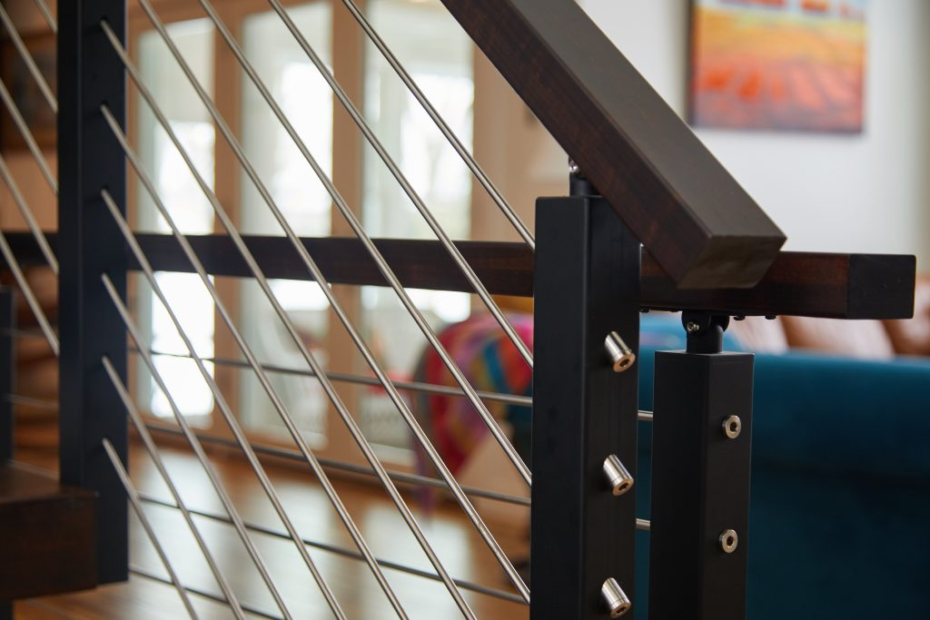 Rod railing on a floating staircase